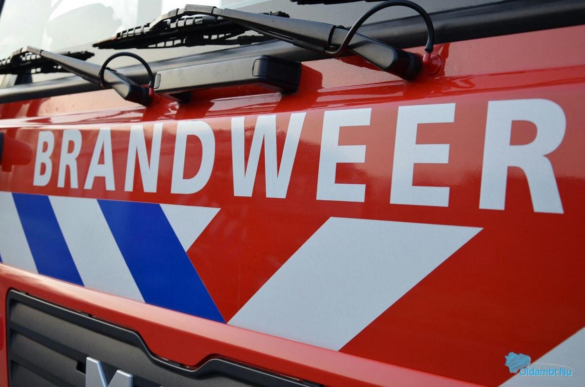 Brandweer blust opnieuw autobrand in Ridderkerk.