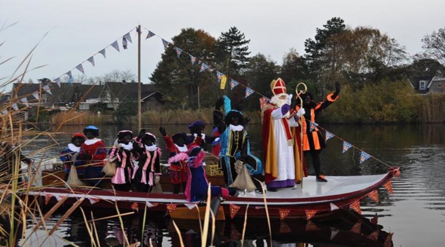 Sint zet voet aan wal in feestelijk Rijsoord - Ridderkerks Dagblad